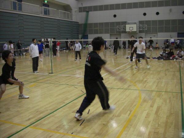 大会は常時300名近い選手の 熱戦となります